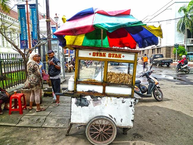 Kaki lima. Esos carros de venta de comida en Yakarta