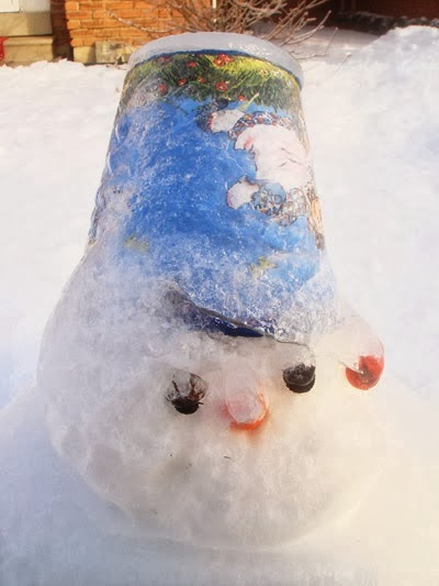 how to build a snowman with dry snow