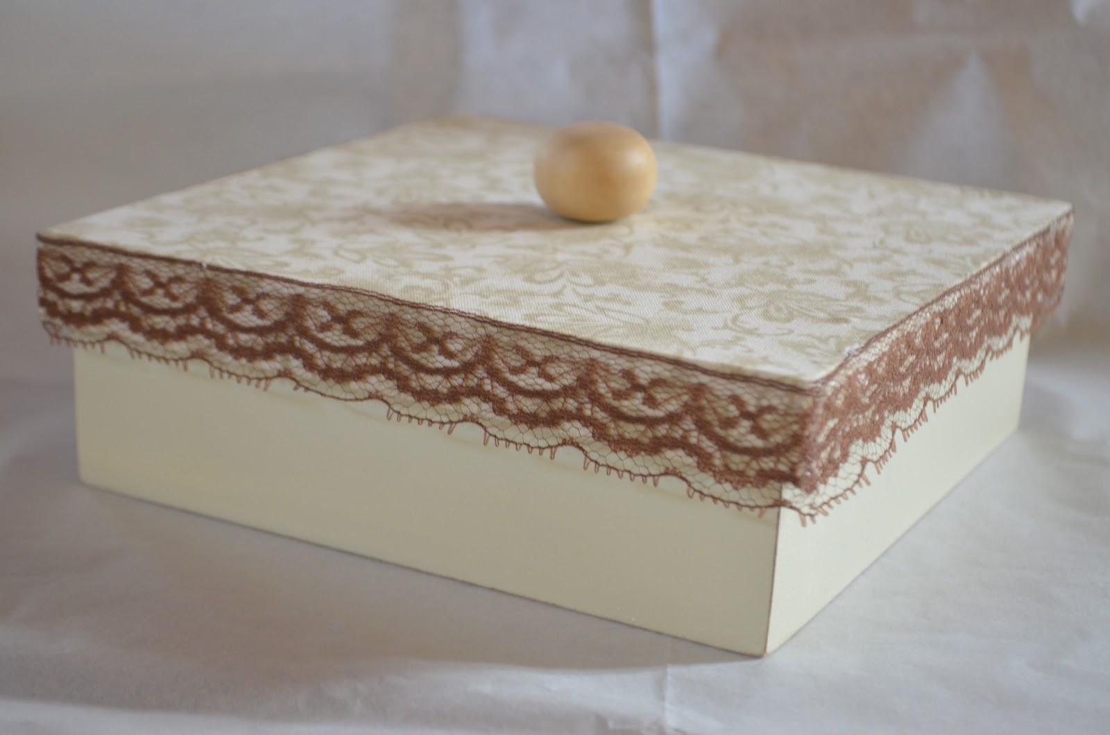 Cor: Caixa mdf tampa revestida em tecido com aplicação de renda  #503024 1600x1060