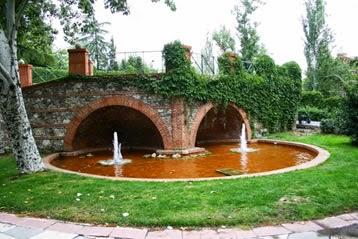 Madrid con encanto jardines de cecilio rodriguez en el for Estanques rusticos