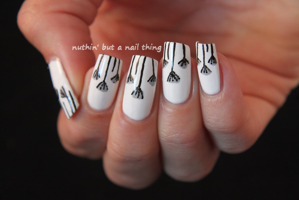 Dainty flower nail art