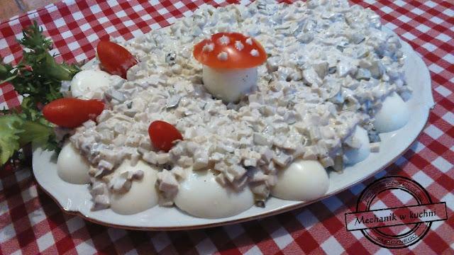 Jaja po tatarsku w sałatce tatarskiej sałatka na przyjęcie mechanik w kuchni