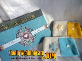 http://www.shidiqweddingcard.com/2016/01/paket-undangan-sakina-105-dan-dompet-hp.html