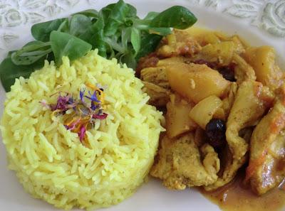 Escalopes de dinde au curry, pommes, cranberries et raisins secs