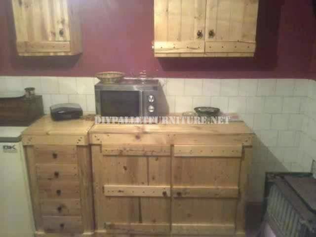 Muebles de palets armarios for Muebles con tarimas para cocina
