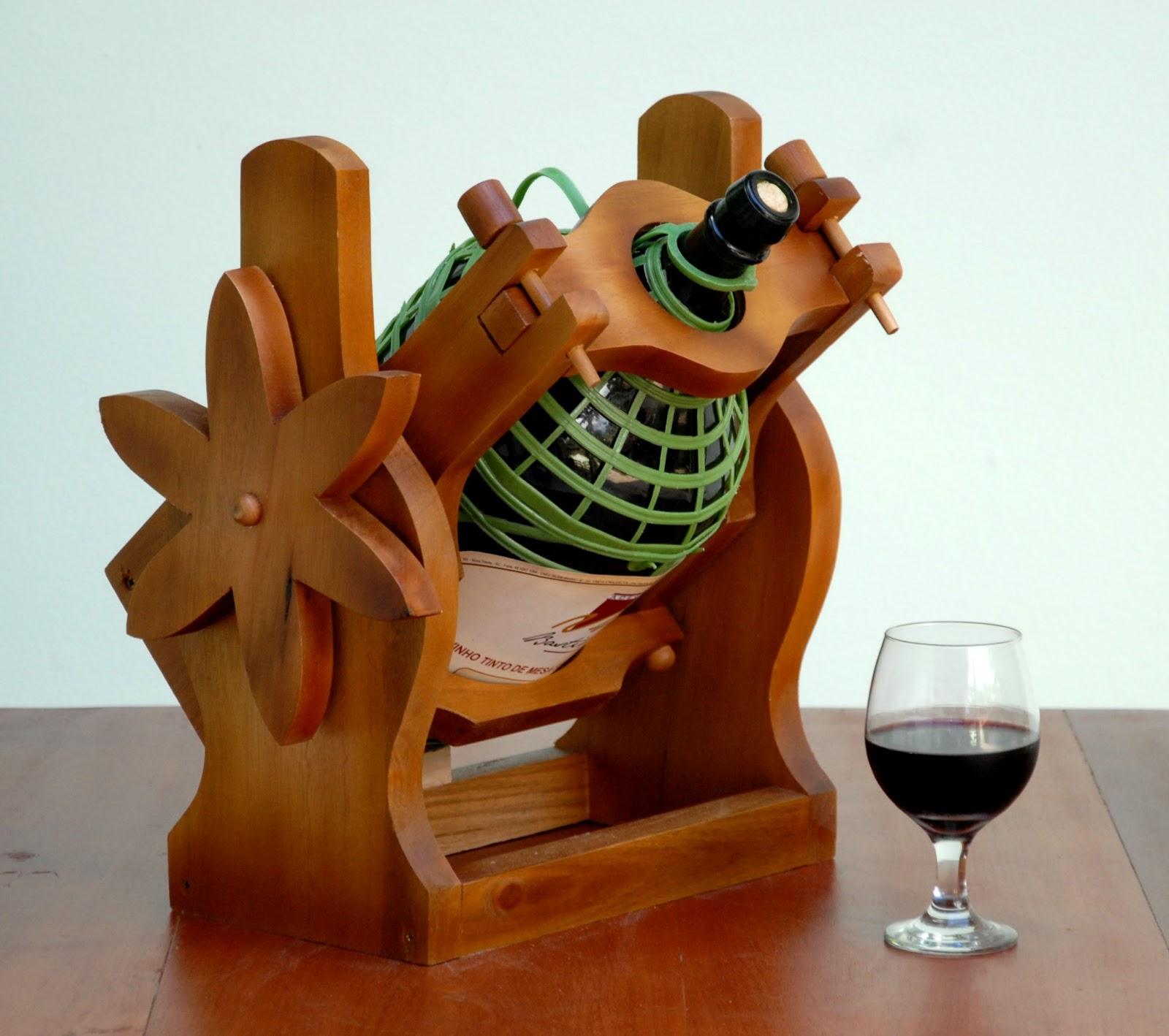 Madeira: Novo Modelo de Suporte para Garrafão de Vinho Serve Fácil #75340B 1600x1418