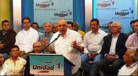"""El periodista Jesús """"Chuo"""" Torrealba en conjunto con los representantes que conforman la alianza unitaria"""