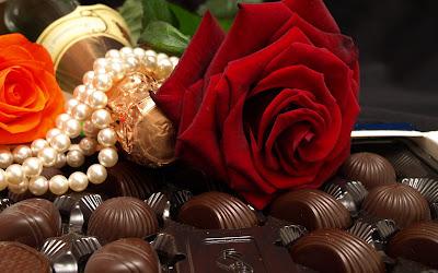 Ricos chocolates y rosas para regalar el 14 de febrero