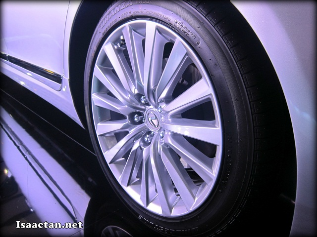 I love these 19 inch rims, wrapped by top of the range tyres