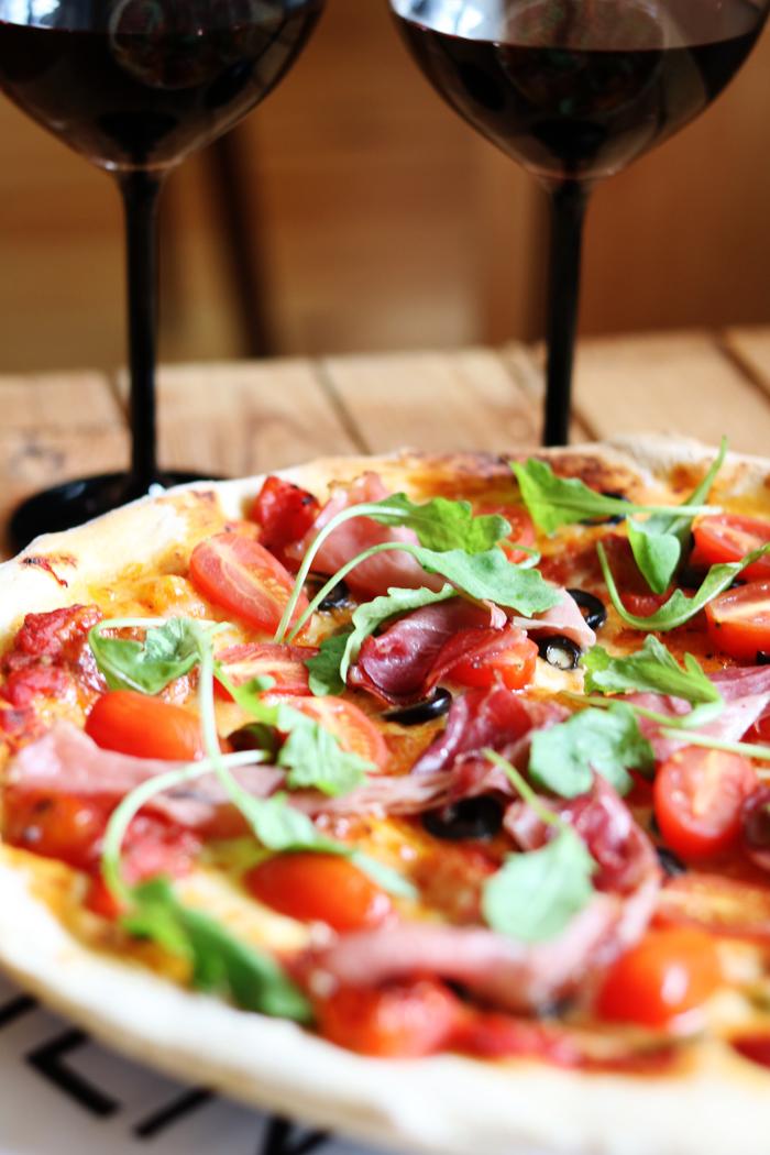 http://www.monikabregula.pl/2015/11/domowa-pizza.html