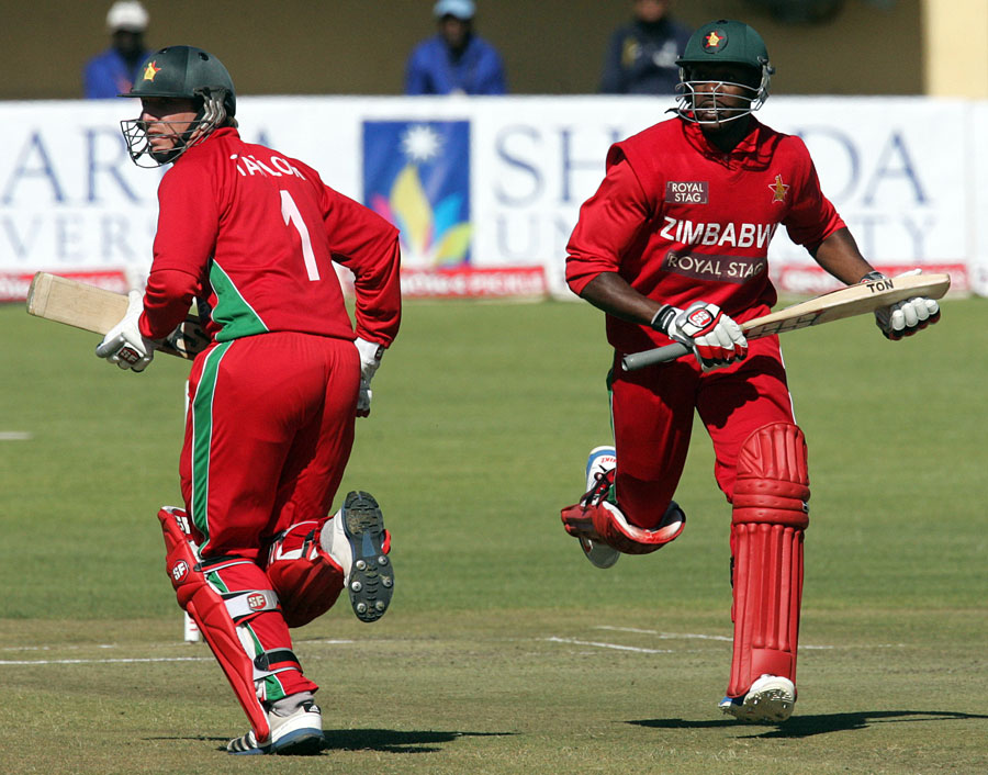 Brendan-Taylor-Vusi-Sibanda-Zimbabwe-vs-India-4th-ODI