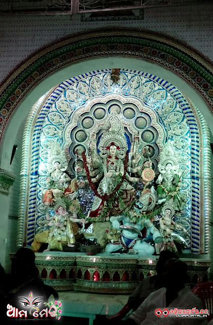 Firingi Bazar, Cuttack - 2015 Durga Puja Medha - Photo By Sri Satyajit Behera