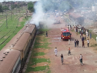 Pakistan-railways-boggie-burning-sherpao-bridge-fire-brigade
