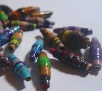 http://cocoatutoriales.blogspot.com.es/2013/02/abalorios-de-papel.html