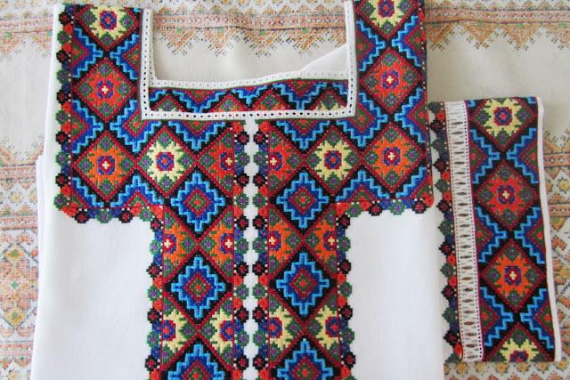 Вишивана жіноча сорочка від Руслани Равлюк з Бучача на Тернопільщині