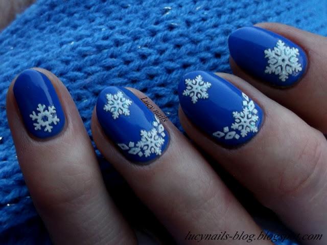 Zimowe paznokcie - śnieżynki