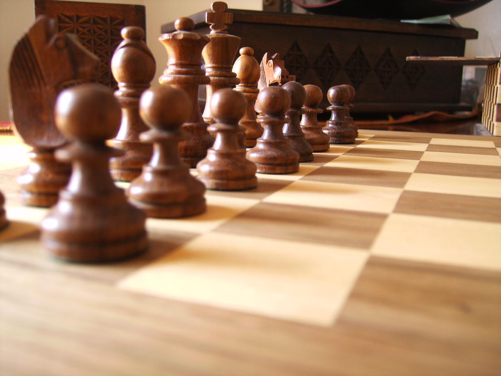 Juego madera ajedrez tablero fichas y caja - Tablero perforado madera ...