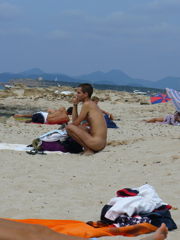 all natural male more naked amateur guys at the nudist beach