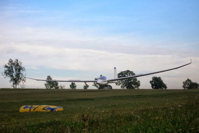 Lądowanie Perkoza. Fot. Thomas Brückelt