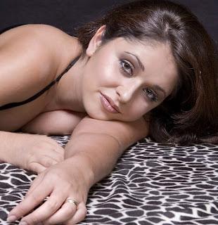 Mumbai Model Reena Huge Cleavages Photos