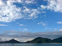http://4.bp.blogspot.com/-z33M_6NS-8Y/T9AF1PuzrbI/AAAAAAAAAIg/ikTLsnwO0I0/s1600/langit-gunung-dan-laut.jpg
