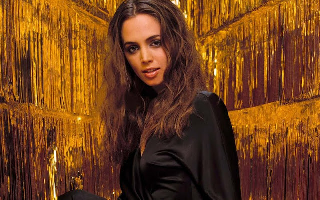 Eliza Dushku sexy in black dress fashion