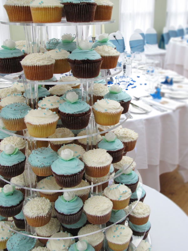 Blue and white wedding cupcakes