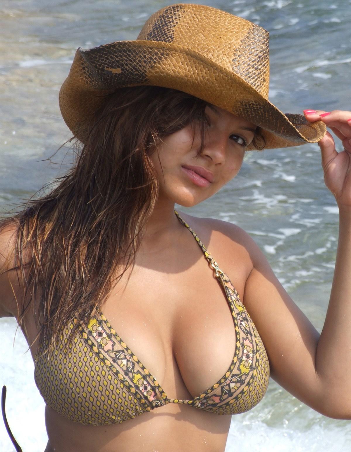 Юная девушка с большими сиськами фото 7 фотография