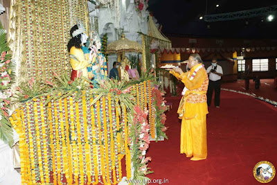 Ram Naumi 2013 with Kripalu Ji Maharaj