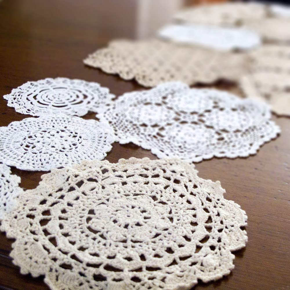 Katrinshine: Crochet doilies table runner
