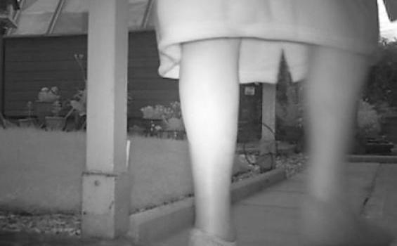 Hantu Wanita Misterius Tertangkap Kamera Seorang Kakek! [ www.BlogApaAja.com ]