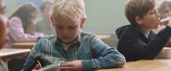 Ένας μαθητής χωρίς κολατσιό: Η διαφήμιση με τα εκατ. views που στέλνει ένα ηχηρό μήνυμα (vid)