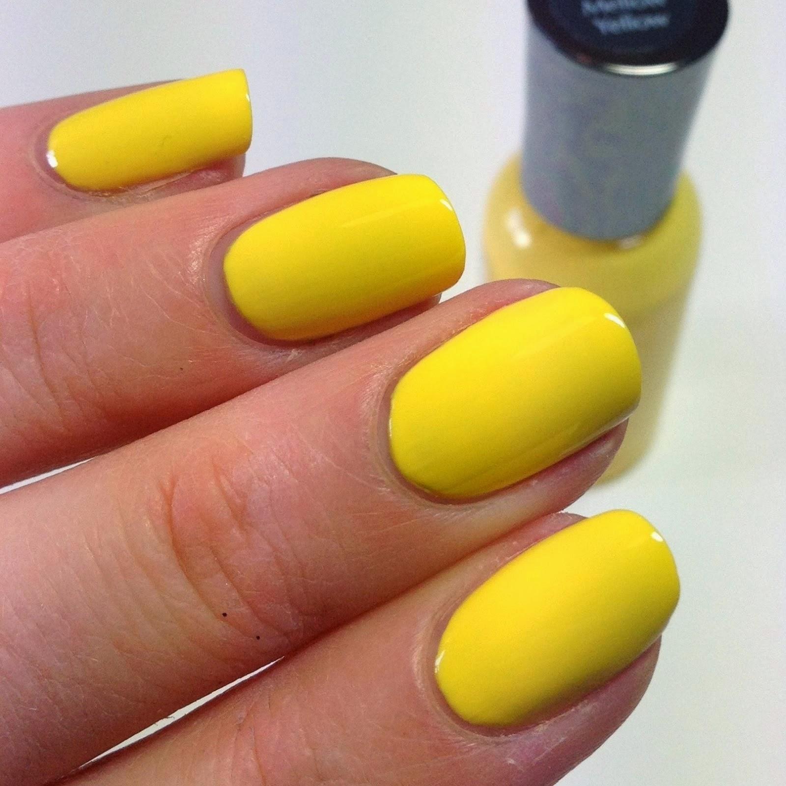 New Yellow Nail Art Idea http://nails-side.blogspot.com/