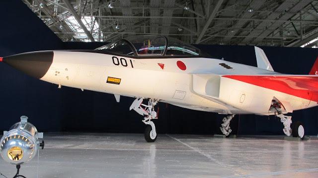 Japón presentó el ATD-X su primer caza stealth