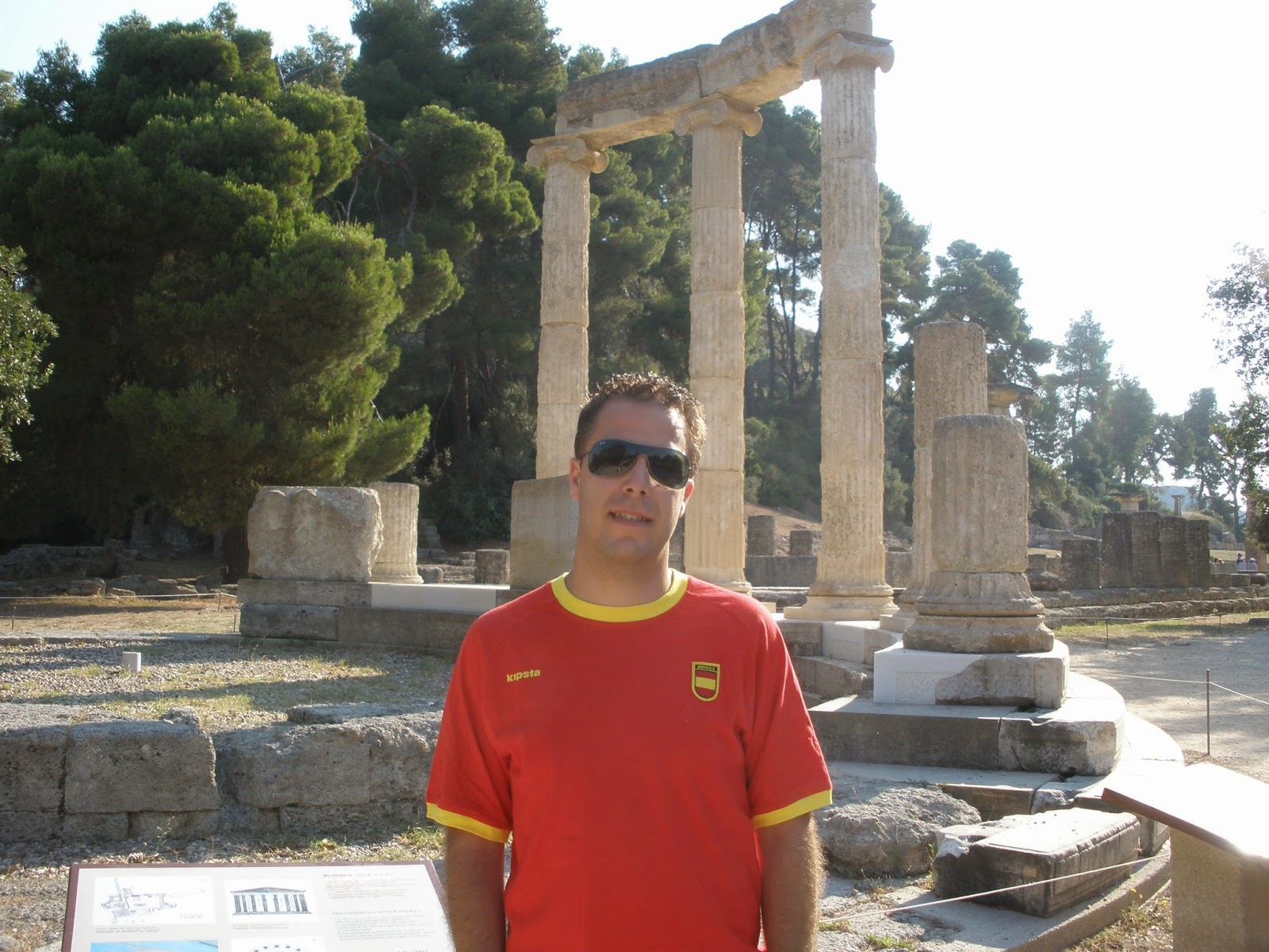 Filipeo, monumento circular con columnas a su alrededor