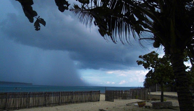 Cebu Image Picture of Rain in the Sea
