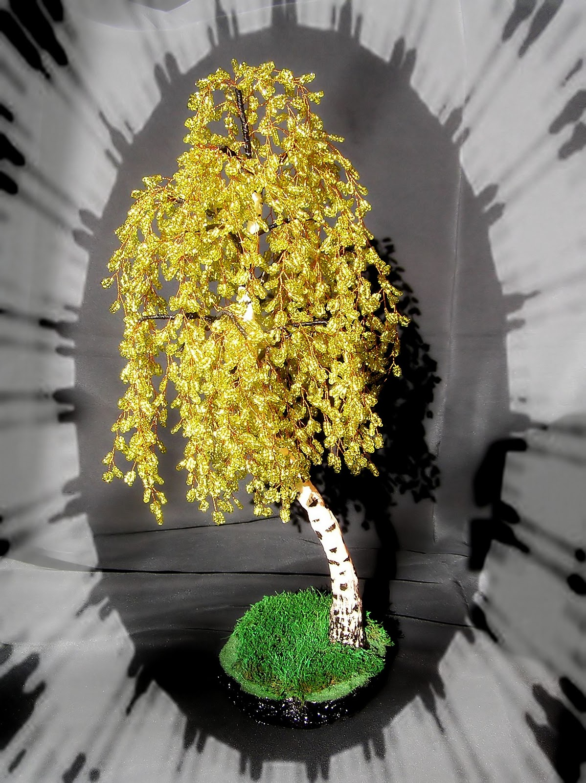 Набухають весною тому це дерево