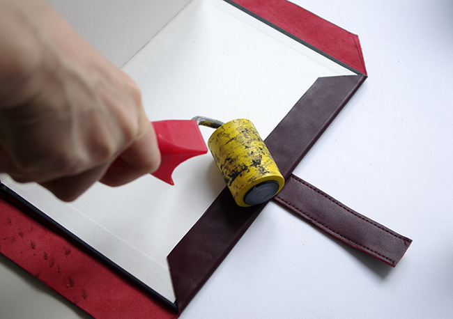 How to, diy tutorial, step by step, leather scrapbook with tucktite fastener, crafting,