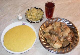 fripturi, friptura de porc la ceaun, carne prajita la ceaun, tochitura, pomana porcului, preparate de craciun, preparate de porc, retete de porc, retete de craciun, retete culinare, friptura de porc, carnati prajiti, mancaruri cu carne, retete de mancare, mancaruri traditionale romanesti, retete traditionale romanesti, meniu de revelion si craciun, un fel de mancare, porc la ceaun, carne de porc fripta la ceaun,