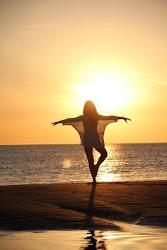 Que hoje eu me lembre de trazer a Luz, ao invés de lutar contra a escuridão...♥