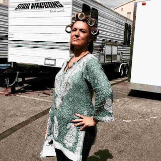Lesley Fera (Veronica Hastings) hair curlers PLL BTS 6x17