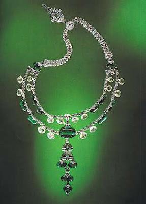 EmeraldNeclace diamondneclace weddingneclace engagementneclace neclace whitegoldneclace252882529 - Fabolous Necklace :)