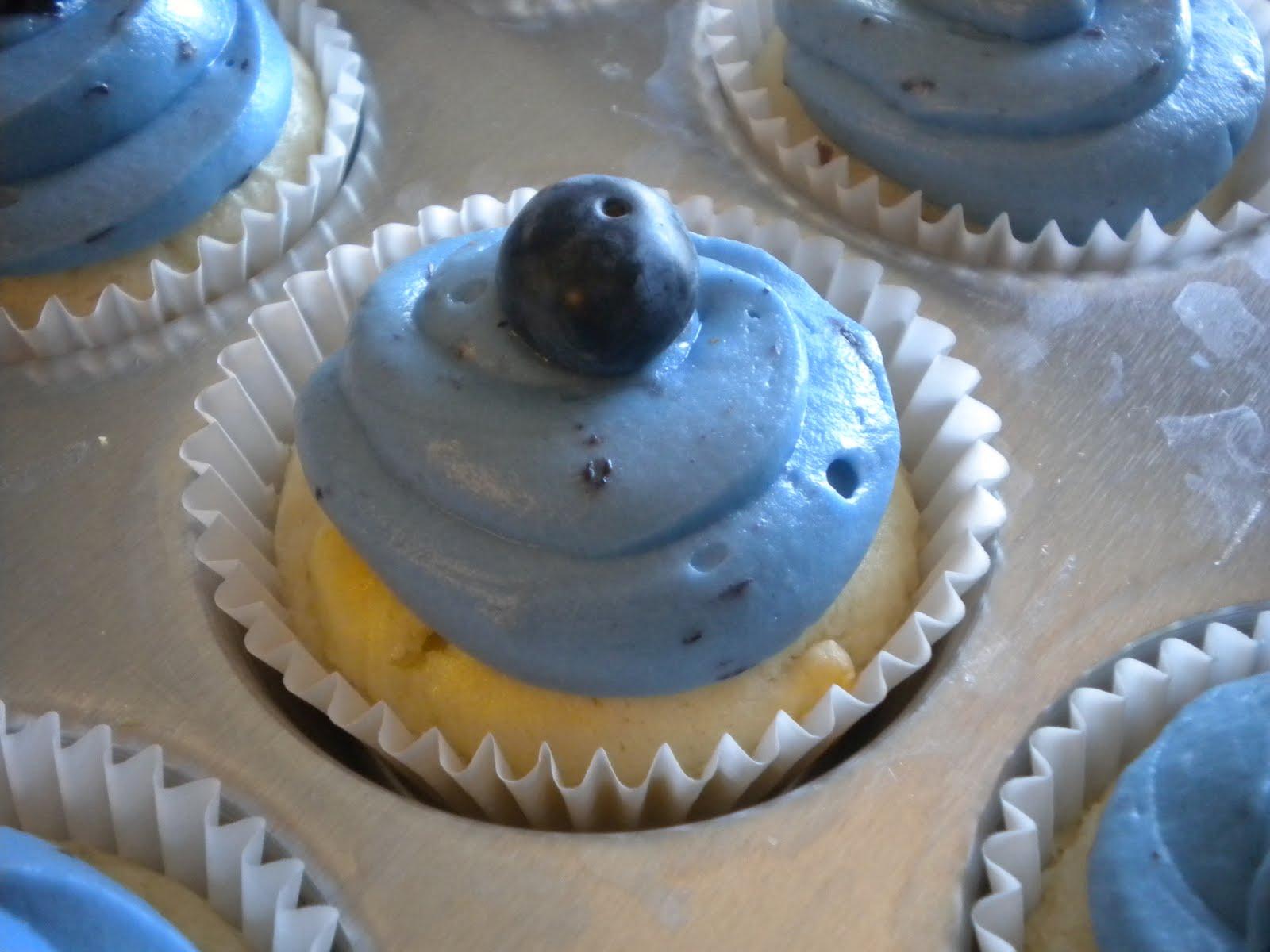 http://4.bp.blogspot.com/-z5AogawCSBs/TcCNaQm0JMI/AAAAAAAAAOs/rDLwx5jyGVA/s1600/blueberry+lemonade+cupcakes+025.jpg