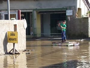 Dique de contenção do Rio Gravataí, se rompe e alaga mais de 700 casas em Porto Alegre.
