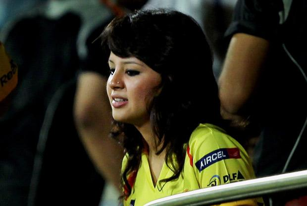 dhoni wife sakshi in ipl hot images