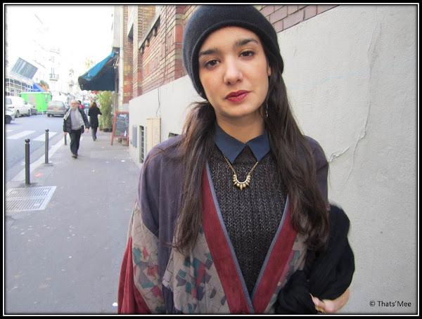manteu vintahe rouge mordoré, pull grosse maille gris anthracite COS, chemise H&M, collier talisman doré Pamela Love