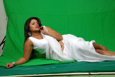 Hot And Spicy Tamil Actress Swathi Verma in  White Sleeveless Blouse Saree Photos