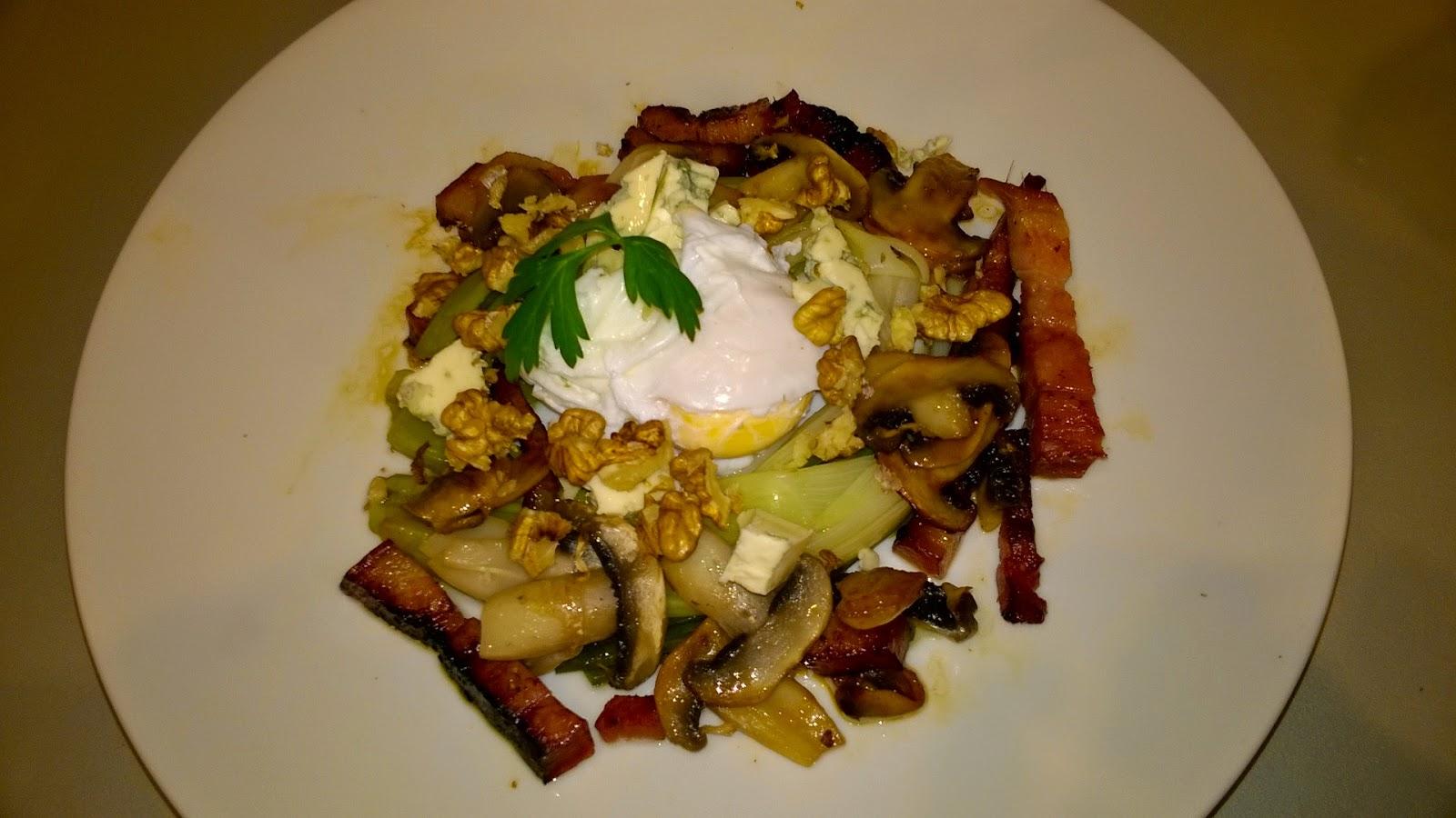 Salade tiède de poireaux à l'œuf poché