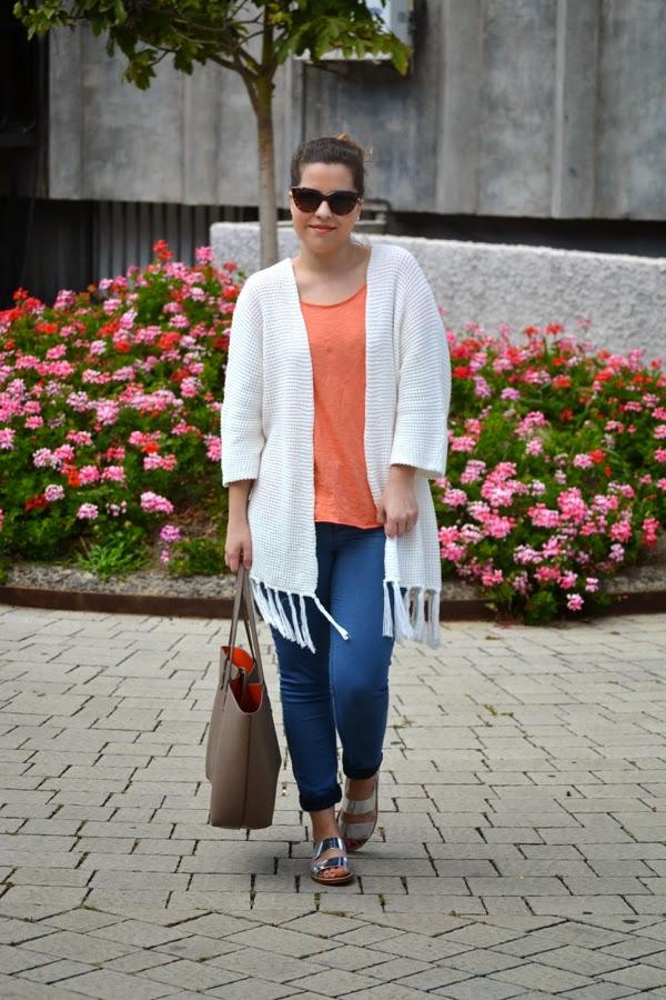 look_outfit_kimono_flecos_sandalias_plateadas_lolalolailo_01