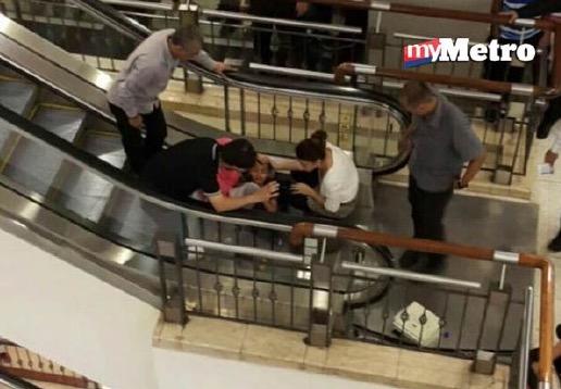 Kaki budak tersepit eskalator di pusat beli-belah KLCC